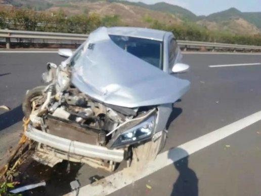 一驾驶员从昆明开车到贵州,途径宣