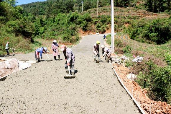 宣威得禄乡:硬化6.7公里通村道 畅通