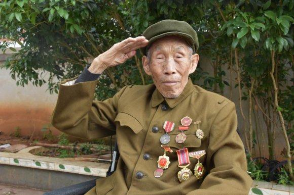致敬98岁抗美援朝老兵张应才