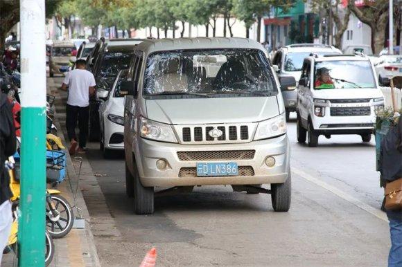 宣威这段路非机动车道禁止停车,可